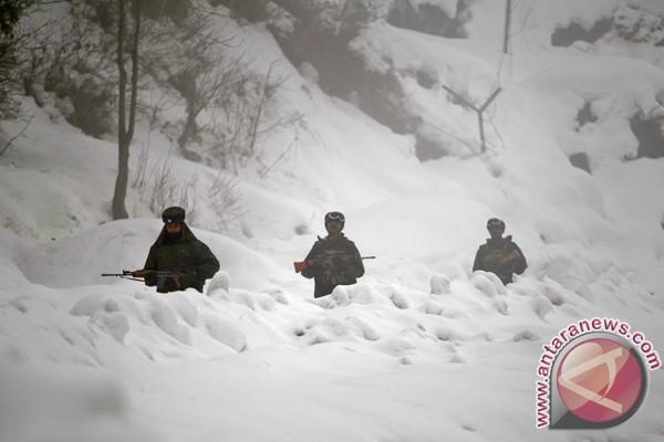 Tentara India-Pakistan saling tembak di Kashmir