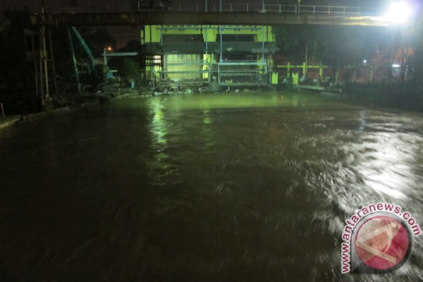Ketinggian air Manggarai 930 centimeter/siaga 2