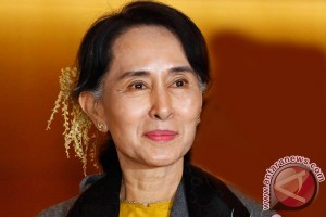 Suu Kyi supporters confident after Myanmar`s historic election