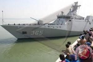 Fregat KRI Frans Kaisiepo-368 merapat di Aceh Utara