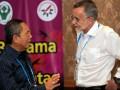 Dirjen Pengendalian Penyakit dan Penyehatan Lingkungan, Tjandra Yoga Aditama (kiri) berbincang dengan Direktur Global Health Group Universitas California, Richard Feachem (kanan) di sela Pertemuan ke-5 Jejaring Eliminasi Malaria se-Asia Pasifik (APMEN) di Jimbaran, Bali, Selasa (5/3). Pertemuan 6 hari itu diikuti oleh lebih dari 130 peserta dari 26 negara untuk membahas strategi dalam eliminasi malaria di negara anggota, regional dan tingkat global. (ANTARA/Nyoman Budhiana)