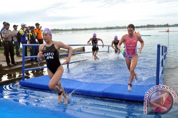 Tiga peserta putri ramaikan Hardikal Triathlon di Surabaya