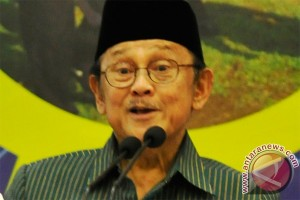 Habibie imbau masyarakat pilih pemimpin muda