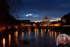 Kardinal Vatikan bantah upaya tutupi pelecehan seksual anak-anak