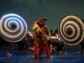Sejumlah seniman mementaskan opera bertema sejarah klasik dengan judul Ken Dedes Wanita Dibalik Tahta digelar di Gedung Cak Durasim, Surabaya, Jatim, Sabtu (6/4) malam. Opera yang di produseri oleh Eni Sulistyowati, yang sekaligus berperan sebagai Kendedes tersebut melibatkan 150 seniman tradisional dari Surabaya, Surakarta, Yogyakarta, Semarang dan Jakarta. (FOTO ANTARA/M Risyal Hidayat)