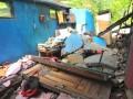 Kondisi rumah warga yang hancur akibat gempa di Desa Kepakisan, Batur, Banjarnegara, Jateng, Sabtu (20/4). Gempa mengguncang kawasan Kawah Timbang di Desa Sumberejo, Batur, Kabupaten Banjarnegara, Jumat (20/4) malam, dan menyebabkan 108 rumah rusak berat dan seribuan warga mengungsi. (ANTARA/Idhad Zakaria)