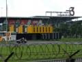 Kawasan terminal 3 Bandara Internasional Soekarno Hatta, yang menjadi sengketa antara pemerintah kota Tangerang dan Kabupaten Tangerang, tampak dari balik pagar, Rabu (24/4). Tim sengketa lahan Bandara Soekarno Hatta, Kabupaten Tangerang, akan mendatangi Kementrian Dalam Negeri, pada Kamis 25 April 2013 untuk menyelesaikan sengketa yang telah berlangsung hampir 20 tahun ini. (ANTARA/Lucky.R)