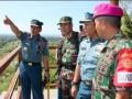 Kepala Staf Angkatan Laut Laksamana TNI Dr. Marsetio (kiri) melakukan peninjauan di Titik Tinjau T.12 yang berada di Puslatpurmar Baluran, Karangtekok, Situbondo, Jawa Timur, Jumat, (26/4). Dari Titik tinjau T.12 ini para pejabat baik TNI maupun pemerintahan akan menyaksikan manuver prajurit TNI dan Alutsistanya dalam melaksanakan Latihan Umum Latgab TNI tahun 2013. (FOTO ANTARA/HO-Kuwadi)