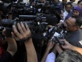 Menteri Energi dan Sumber Daya Mineral Jero Wacik memberikam keterangan pers seusai mengikuti rapat terbatas kabinet di Istana Negara, Jakarta, Senin (29/4). Jero Wacik menyatakan kemungkinan besar kenaikan harga BBM bersubsidi menjadi satu harga BBM yakni dibawah Rp 6.500 per liter. (FOTO ANTARA/Andika Wahyu)