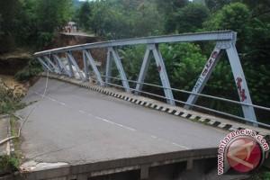 Lima korban reruntuhan jembatan selamat