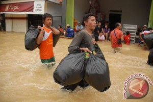 Korban banjir Sampang mulai terserang diare
