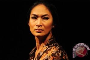 Happy Salma masih sulit pentaskan Monolog Inggit