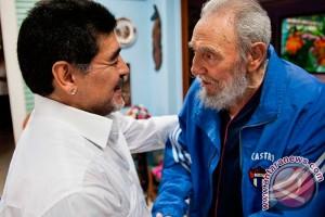 Fidel Castro kembali muncul di depan umum