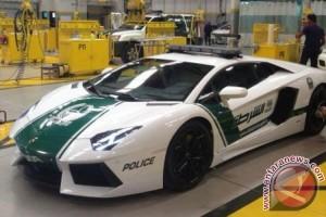 Polisi Dubai Pakai Mobil Ferrari dan Lamborghini Untuk Patroli