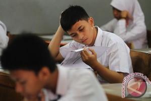 Pelaksanaan UN SMP 2013 pict