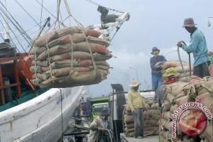 1.600 buruh bongkar muat Pelabuhan Cirebon menganggur