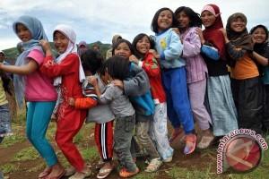 Anak pengungsi gempa Dieng diharapkan kembali sekolah