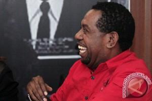 Edo Kondologit bisnis karaoke dan kafe di Sorong Papua Barat