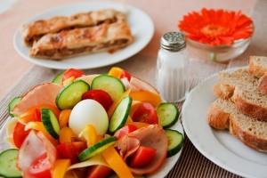 Tips diet sehat agar kulit bercahaya dan muda