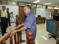 Mantan jaksa Pengadilan Negeri Jakarta Barat Sultoni usai menjalani persidangan dengan agenda putusan di Pengadilan Tindak Pidana Korupsi Jakarta, Rabu (2/5). Majelis Hakim Pengadilan Tipikor menjatuhkan hukuman 1,5 tahun penjara dan denda Rp.50 juta subsidair dua bulan kurungan karena jaksa nakal tersebut terbukti telah memalsukan dokumen eksekusi putusan terpidana kasus narkotika atas nama Sugianto alias Lim pada 2007 lalu dari hukuman yang seharusnya dijalani selama 10 tahun menjadi hanya tiga tahun penjara. (FOTO ANTARA/Wahyu Putro A)