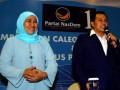 Bakal Calon Gubernur Jatim, Khofifah Indar Parawansa (kiri), bersama Ketua Badan Pemenangan Pemilu (Bapilu) Partai NasDem Jatim, Mufti Mubarok, saat 'Pembekalan Caleg DPR Provinsi dan Pengukuhan Pengurus DPW Partai NasDem Jatim, di Surabaya, Rabu (8/5). Partai NasDem menyatakan diri mendukung Khofifah Indar Parawansa, untuk maju mencalonkan sebagai Gubernur Jatim pada Pemilukada Jatim 2013. (FOTO ANTARA/Eric Ireng)