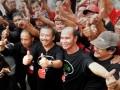 Pasangan Bakal Calon Gubernur (Bacagub) - Bakal Calon Wakil Gubernur (Bacawagub) Jatim, Bambang DH (kiri) - Said Abdullah (kanan), bersama sejumlah pendukungnya mengacungkan jempol saat deklarasi penetapan simbol pemenangan pilkada di Surabaya, Kamis (16/5). Pasangan yang diusung Partai Demokrasi Indonesia Perjuangan (PDIP) tersebut, menetapkan 'Jempol' sebagai simbol pemenangan pada Pilkada Jatim 2013. (ANTARA FOTO/Eric Ireng)