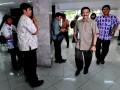 RUU APARATUR SIPIL NEGARA  Mendagri Gamawan Fauzi (kedua kanan) bergegas untuk mengikuti rapat terbatas kabinet yang tertutup di Kantor Presiden, Jakarta, Kamis (23/5). Rapat tersebut membahas kembali Rancangan Undang-undang Aparatur Sipil Negara (RUU ASN) agar tidak terjadi masalah ketika dibahas bersama DPR misalnya terkait dengan sistem karier di kalangan pegawai negeri sipil dan masalah Batas Usia Perpanjangan (BUP) Pensiun PNS dari 56 tahun menjadi 58 tahun. ANTARA FOTO/Andika Wahyu/pd/13.