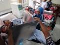 Seorang pasien menggunakan suaranya pada Pilkada Lumajang di TPS Keliling di Rumah Sakit Daerah Haryoto, Lumajang, Jawa Timur, Rabu (29/5). Pilkada Lumajang diikuti empat pasang Calon Bupati, yaitu Sjahrazad Masdar - As'at Malik (SAAT), Agus Wicaksono - Adnan Syarif (Arif), Ali Mudhori - Samsul Hadi (ASA) dan Indah Pakarti - Abdul Kafi (Indah - Kafi) yang memperebutkan 819.872 pemilih di 1.872 TPS. (ANTARA FOTO/Seno)