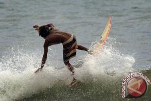 Kompetisi selancar internasional populerkan Pulau Merah