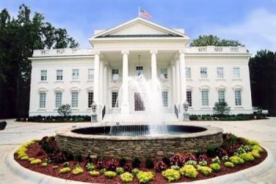 Gedung Putih ditutup setelah seorang pria melompati pagar
