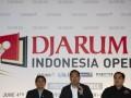 Ketua Umum PB-PBSI, Gita Wirjawan (tengah), Ketua Panitia Djarum Indonesia Open 2013, F Koesdarto Pramono (kiri) dan perwakilan dari PT Djarum, Roland Halim (kanan), memberi keterangan pers turnamen bulutangkis Djarum Indonesia Open 2013 di Jakarta, Selasa (4/6). Turnamen yang diikuti pemain unggulan dari 24 negara itu akan dihelat pada 10 - 16 Juni 2013. (ANTARA FOTO/ISMAR PATRIZKI)