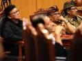 Sekjen DPP PDI Perjuangan Tjahjo Kumolo (kiri) menghadiri sidang perdana Sengketa Pemilukada Bali yang dimohonkan pasangan calon gubernur Anak Agung Ngurah Puspayoga-Dewa Nyoman Sukrawan di Mahkamah Konstitusi, Jakarta, Senin (10/6). Sidang perdana tersebut dengan agenda pemeriksaan perkara. (ANTARA FOTO /M Agung Rajasa)