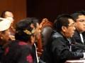 SIDANG SENGKETA PILKADA BALI  Tim Kuasa hukum Sengketa Pemilukada Bali, Arteria Dahlan (kanan) dan Henry Yosodiningrat (kedua kanan) membacakan dalil pokok pemohon pada sidang perdana Sengketa Pemilukada Bali yang dimohonkan pasangan calon gubernur Anak Agung Ngurah Puspayoga-Dewa Nyoman Sukrawan di Mahkamah Konstitusi, Jakarta, Senin (10/6). Menurut Arteria Dahlan ada beberapa dalil pokok materi yang diajukan antara lain keberatan dengan hasil perhitungan Komisi Pemilihan Umum (KPU) Provinsi Bali dan ditemukannya pemilih yang mewakili atau pemilih yang memilih lebih dari satu kali di beberapa Tempat Pemungutan Suara (TPS). (ANTARA FOTO /M Agung Rajasa)