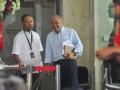 Kepala Unit Kerja Presiden bidang Pengawasan dan Pengendalian Pembangunan (UKP4) Kuntoro Mangkusubroto (kanan) berbincang dengan wakil pimpinan KPK Bambang Widjojanto usai mengikuti rapat koordinasi pupuk dan gas di Gedung Komisi Pemberantasan Korupsi, Jakarta, Kamis (13/6). Rapat tersebut membahas terkait isu ketahanan pangan dan ketahanan energi nasional penyediaan gas untuk pabrik pupuk. (ANTARA FOTO/Wahyu Putro A)