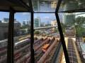 Sejumlah angkutan umum menaikkan penumpang di Terminal Blok M, Jakarta, Selasa (18/6). Dinas Perhubungan akan membatasi kenaikan tarif angkutan umum antara 10-20 persen terkait rencana pemerintah untuk menaikkan bahan bakar minyak (BBM) bersubsidi. (ANTARA FOTO/Wahyu Putro A)
