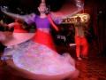 Penari mementaskan tarian khas Filipina di Barbaras kawasan Komplek Plaza San Luis, Manila, Filipina, Senin (24/6). Tarian tersebut ditujukan untuk memperkenalkan budaya tari Filipina kepada wisatawan. (ANTARA FOTO/M Agung Rajasa)