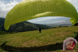 Central Sulawesi holds international paragliding championship