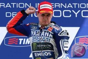 MotoGP, Lorenzo cium ban belakang usai juara