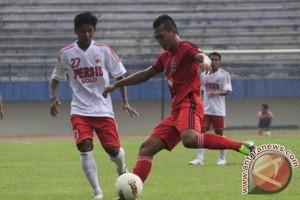 Perssu Madura kalahkan Persewangi 2-0