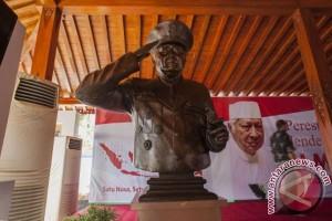 Telaah - Soeharto, pahlawan di hati rakyat Indonesia