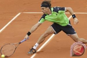 Ferrer turun ke peringkat delapan