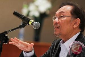Anwar Ibrahim dan Mahathir bersatu melawan Najib Razak