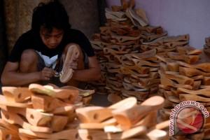 Ekspor sepatu dan sandal Bali menurun
