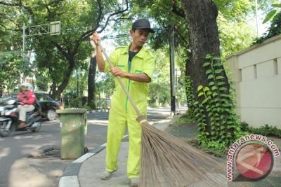 Pemkab Banyuwangi berangkatkan umrah petugas kebersihan