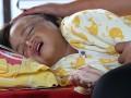 Seorang anak korban gempa menjalani perawatan intensif di lorong Rumah Sakit Umum Aceh Tengah, Aceh, Rabu (3/7). Sebanyak 210 korban gempa yang selamat rata-rata mengalami patah tulang dan luka sobek akibat terkena reruntuhan bangunan rumah mereka. (ANTARA FOTO/Rahmad/ed/Spt/13)
