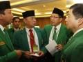 Wakil Ketua Umum DPP Partai Persatuan Pembangunan (PPP) Lukman Hakim Saifuddin (kedua kanan) berbincang dengan Wakil Ketua Umum Hasrul Azwar (kedua kiri), Wakil Ketua Umum Suharso Monoarfa (kanan) dan Sekjen Romahurmuziy sebelum pembekalan caleg PPP di Jakarta, Rabu (3/7). Pembekalan ini merupakan konsolidasi seluruh caleg DPR PPP bersama-sama pengurus DPP PPP untuk memantapkan dan memenangkan Pemilu Legislatif 2014. (ANTARA FOTO/Widodo S. Jusuf)