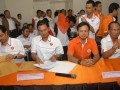 Dua Pasangan Calon Walikota dan Wakil Walikota Bogor periode 2014-2019 Achmad Ru'yat (2 kiri)-Aim Halim Permana (kiri) dan Bima Arya (2 kanan)-Usmar Hariman (kanan) menghadiri rapat penetapan calon Walikota dan Wakil walikota Bogor di KPUD Kota Bogor, Jabar, Sabtu (20/7). KPUD Kota Bogor menetapkan lima pasangan calon Walikota dan Wakil walikota Bogor yang terdiri dari tiga pasang diusung oleh partai politik dan dua pasang dari jalur independen untuk mengikuti pilkada yang akan dilaksanakan pada 14 Sepetember 2013. (ANTARA FOTO/Jafkhairi)