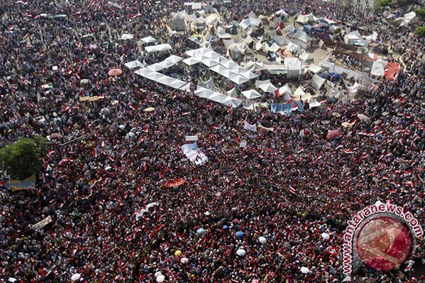 Warga Mesir turun ke jalan dukung revolusi militer