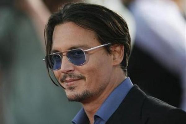 Bungkam Soal Cerai, Johnny Depp Promosikan Band