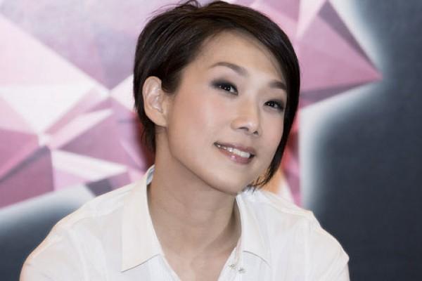 Penyanyi Hong Kong Sandy Lam raih